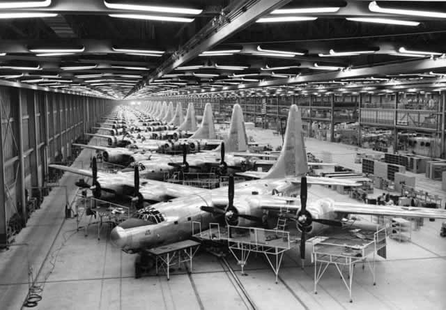 Consolidated TB-32 Dominator assembly line in Fort Worth, Texas