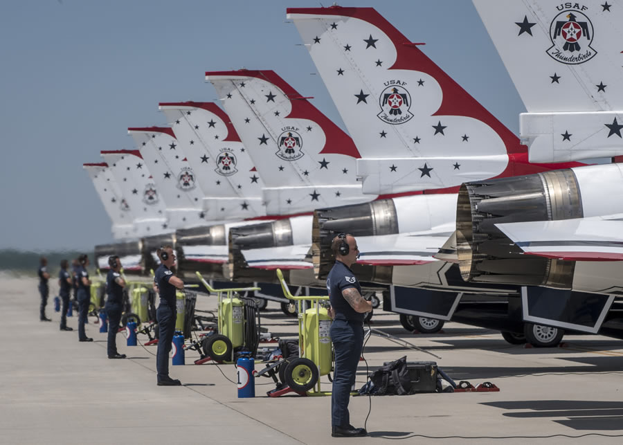 USAF Thunderbirds on the ground prior to aerial performance